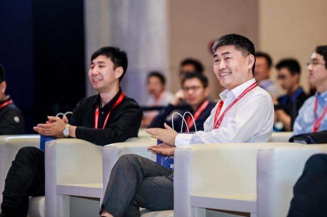 冯卫东出席峰会