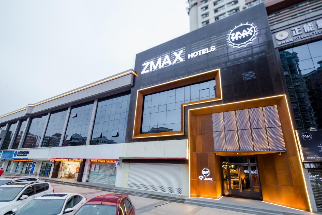 ZMAX针对裙楼改造而来的珠海拱北口岸店)