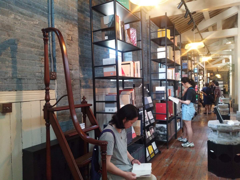 实体比相片美太多 百年教堂改造的书店如此冷艳
