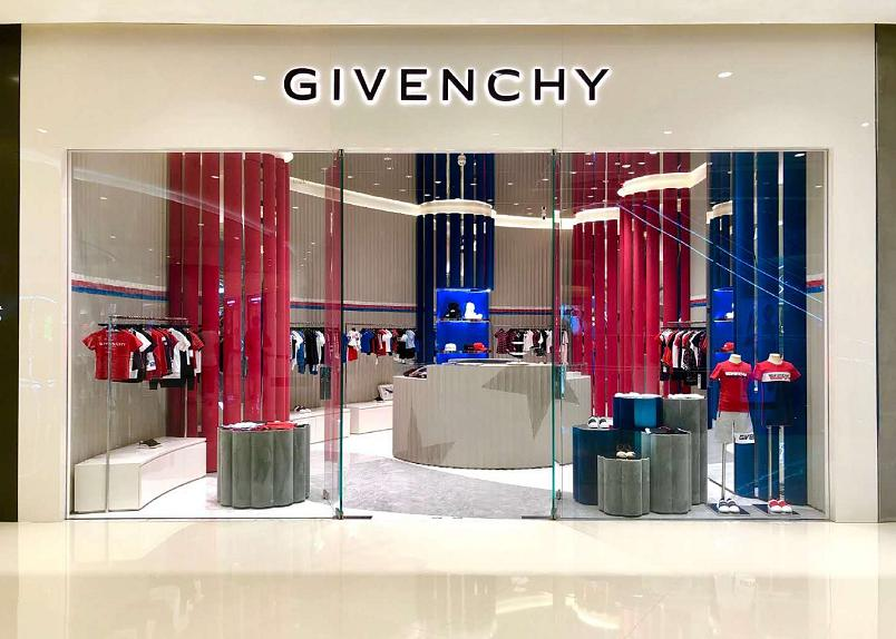 GIVENCHY kids全球首店露脸成都IFS