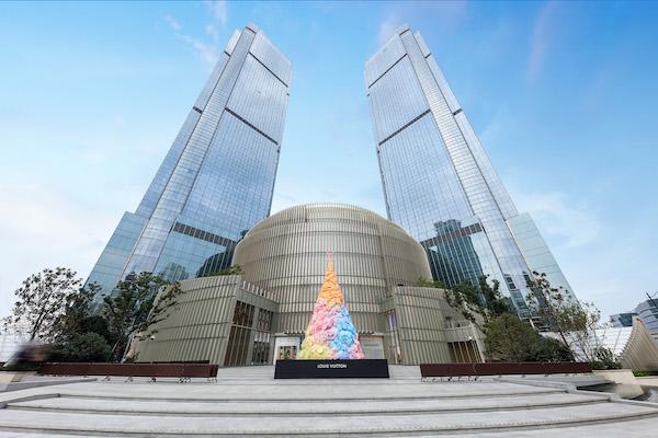 不只蒂芙尼、LV圣诞树,魔都近20