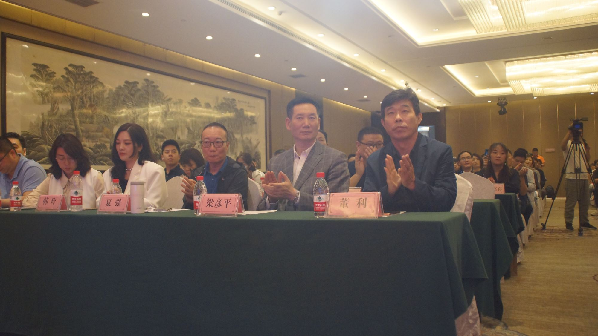 """长百新市荣获""""国家标准化社区商业中心""""示范工程称号"""
