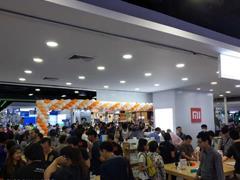 小米泰国首家授权店10月9日开业 米粉排队堪比春运