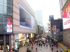 成都春熙路变身火锅街:200米挤20多家店王 单店日排号2000+