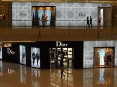 多个奢侈品牌营业额同比有所上升 电商巨头争抢线上市场
