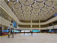 """体育元素成商场""""运动橱窗"""" 运动休闲设施进驻购物中心"""