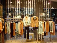 中国服装行业回暖动因何在?电商渠道成熟、企业加强布局购物中心