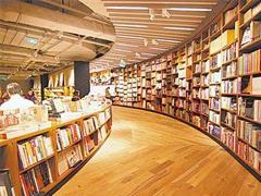 """实体书店都要在""""网红""""的路上奔跑? 转型成为热点"""