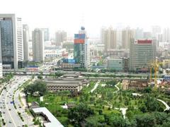 成都挂出6宗商住地面积319亩 最高起拍楼面价9500元/�O