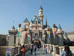 迪士尼到底靠什么挣钱?电影、主题乐园、衍生品...
