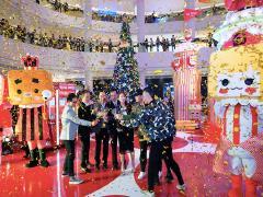 """圣诞""""盒""""家欢 广州万菱汇张小盒奇妙圣诞嘉年华亮灯"""