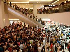 人们为何愿意在人多的购物场所挤来挤去?这里有个总结