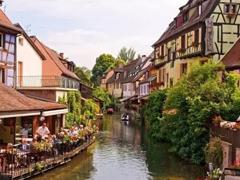 旅游特色小镇建设需注重饮食、娱乐等特色旅游经营