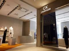 Raf Simons设计的全球首家CK概念店进驻东京银座Velvia馆