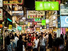 """中国消费品市场出现""""快慢车道"""" 未来该怎么开车?"""