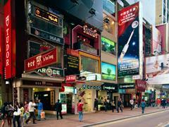 香港零售业偏向两个极端 澳门零售业走向中高端定位