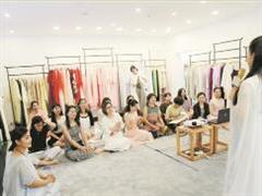 """个性服装店亮相泉州:不只是卖衣服 更是卖""""态度"""""""