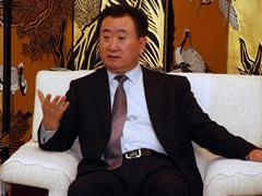 """王健林""""左手倒右手""""买卖的背后玄机究竟是什么?"""