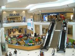 电商发展冲击传统实体店 美国购物商场被迫转型应变