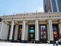 """上海商场""""老公寄存处""""冷冷清清 环球港异化为儿童游戏房"""