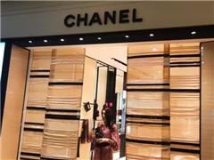 Chanel严重失势去年利润大跌35% 产品革新迫在眉睫?