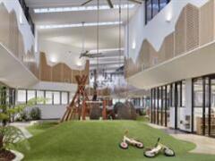 早教机构Goodstart在商场里开了家新店 3400�O空间像一座游乐园