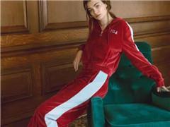FILA跟时尚搭上关系业绩大爆发 推动安踏股价创新高