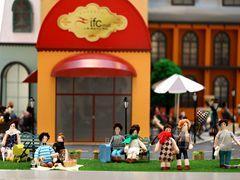 微型法国都会首登上海ifc商场 逾150件艺术布偶齐亮相