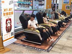 共享按摩椅走进商场、影院 年轻人是消费主力军