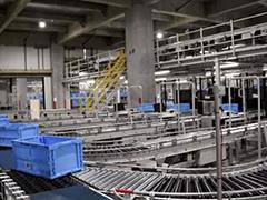 优衣库第一个机器人仓库亮相 据说可取代90%的人力
