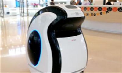 """奔隆机器人助力精品商业服务升级,""""企哥""""消毒服务引顾客喜爱"""