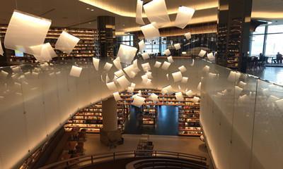 探店言几又迈科中心旗舰店 西安又添一座高颜值书店