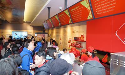 王老吉首家海外店在纽约开业 结合传统博物馆与时尚凉茶铺两种业态