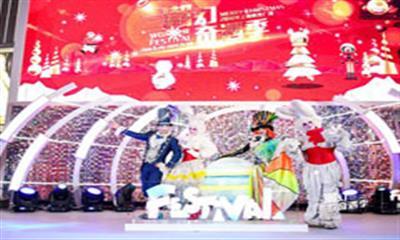点亮 2018 年魔都首场圣诞亮灯仪式,上海世茂广场潮幻奇遇季璀璨启幕
