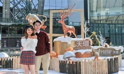 天环开启圣诞狂欢季 巨型双圣诞树、冬日飘雪亮相天环