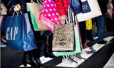 """购物狂欢成""""特殊景观"""" 消费者真的需要购买这么多衣服吗?"""
