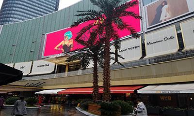 实探世纪汇开业首日:COSCIA蔻莎百货、UR等逾八成品牌亮相