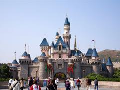 香港迪士尼2017财年净亏损3.45亿港元 但国际游客入场人次创新高