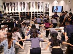 "Lululemon靠瑜伽服""打败""Nike 未来还能继续贩卖信仰吗?"