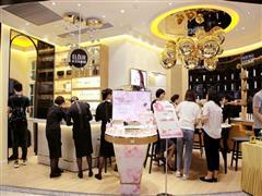 新百美妆馆升级后亮相 化妆品成百货商场流量王牌