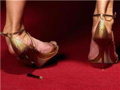 """奢侈鞋履品牌遇""""暴击"""" 运动鞋取代高跟鞋成为消费者首选"""