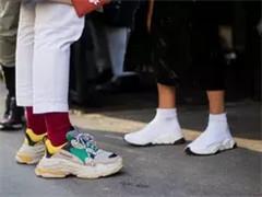 奢侈品牌与运动品牌展开较量 运动鞋成最有市场的单品