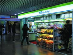 便利店的新零售变形记:罗森成了水果店 全家搭上智能售货班车