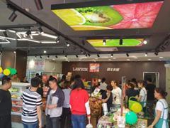 便利店迎转型升级潮:罗森在杭州开水果店、全家卖起了咖啡