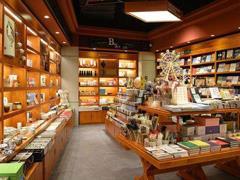 实体书店凭多业态经营模式重获新生 呈现多年未见的活跃、创新面貌