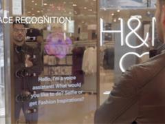 H&M纽约门店推出声控镜 沉浸式购物体验还有多远?
