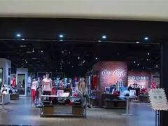 可口可乐在重庆爱融荟城购物中心开服饰实体店 美国总部:不知情!