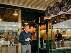 舒尔茨彻底离开星巴克 他在31年里将公司门店扩至2.8万家