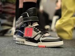 """奢侈品牌入局运动鞋市场 将变得更加""""年轻化"""""""