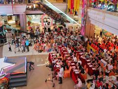 """购物中心进入""""暑假""""模式:商场活动多人气旺、体验式消费受青睐"""